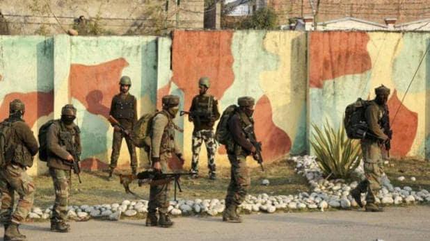 Intelligence input warns against terrorists' plans to carry out an attack on Srinagar and Awantipora air bases | हवाईदलाच्या तळांवर हल्ला करण्याचा दहशतवाद्यांचा कट; श्रीनगरमध्ये हायअलर्ट