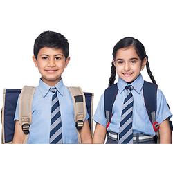 Students from Solapur district are still deprived of uniform | सोलापूर जिल्ह्यातील विद्यार्थी आजही गणवेशापासून वंचित