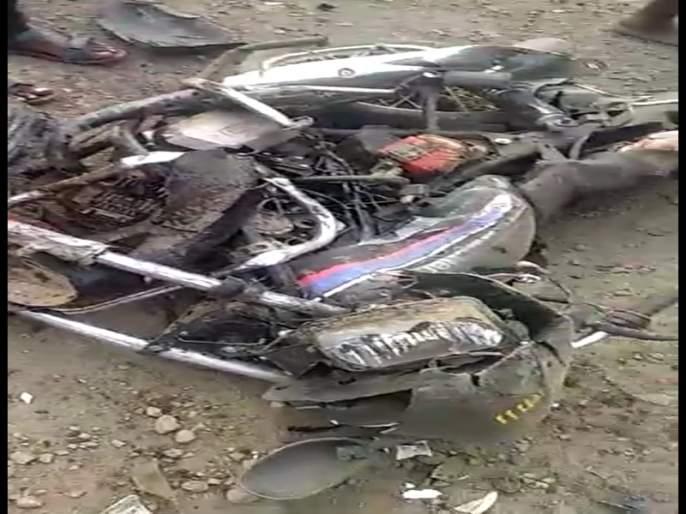 Strange accident near Sangola; Three died on the spot, two were injured | सांगोल्याजवळ विचित्र अपघात; तिघांचा जागीच मृत्यू, दोघे जखमी