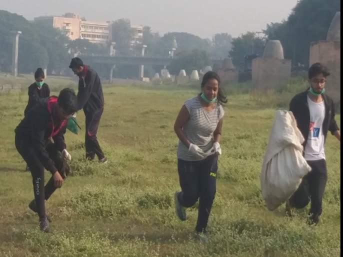 Plogging movement starts in Pune, youth connect for environment via social media   पुण्यात नव्या 'प्लॉगर' चळवळीचा उदय, जाणून घ्या काय आहे हा प्रकार ?
