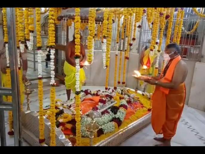 CoronaVirus: Hanuman's birthday celebrates for the first time without devotees in Bhadra Maruti temple of Aurangabad   CoronaVirus : भद्रा मारूती मंदीरात पहिल्यांदाच भाविकाविना हनुमान जन्मोत्सव; कोरोनामुक्तीचे घातले साकडे