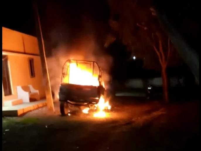 Stone-throwing at wildlife rangers in Gautala Sanctuary; Patrol vehicle set on fire! | गौताळा अभयारण्यात वन्यजीवरक्षकांच्या निवासस्थानांवर दगडफेक; गस्ती वाहन जाळले !
