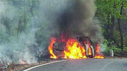 Pickup-trailer strikes; Vehicle Damages | पिकअप-ट्रेलरची धडक; वाहनांचे नुकसान