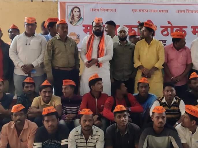 Maratha Morcha aggressive on issue of Maratha reservation   आरक्षण लढ्यातील हुतात्मांच्या कुटुंबातील सदस्याला नोकरी द्या : मराठा मोर्चा