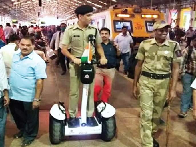 Railway security forces to be strengthened; Six new vehicles in Western Railway | रेल्वे सुरक्षा दल होणार आणखी बळकट; पश्चिम रेल्वेच्या ताफ्यात सहा नवी वाहने