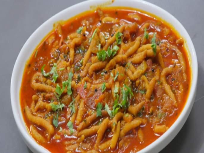 Make a dhaba style Sev or Shev bhaji recipe in 10 minutes only | Shev Bhaji Recipe : १० मिनिटांत बनवा तेजतर्रार ढाबा स्टाईल शेवभाजी