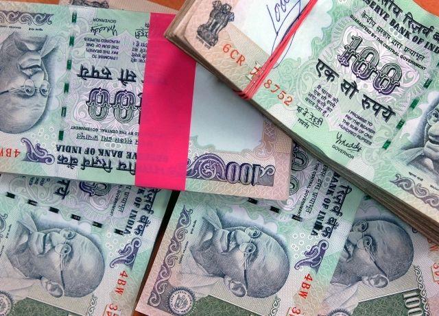 7.80 lakhs caught near Devlapar in Nagpur district | नागपूर जिल्ह्यातील देवलापारजवळ पकडले ७.८० लाख रुपये