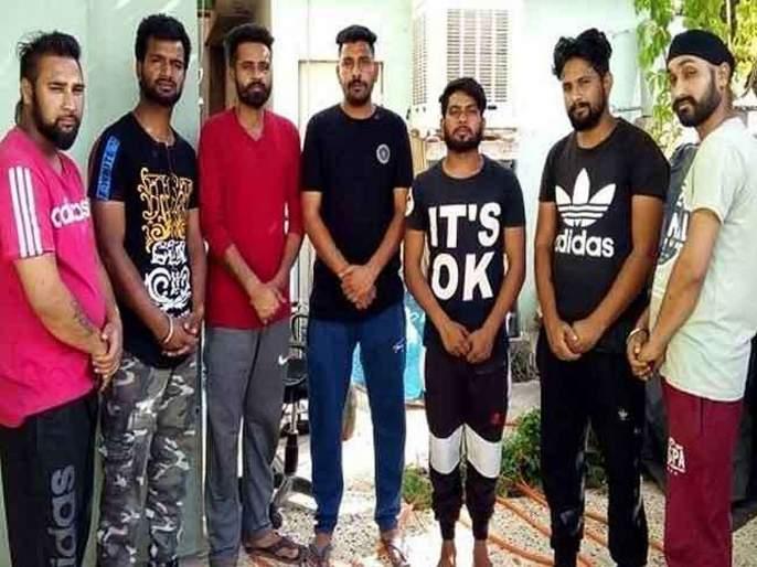 chandigarh seven punjabi youth stranded in iraq and harsimrat seeks help from foreign ministry | इराकमध्ये सात तरुण अडकले, कुटुंबीयांचे मदतीसाठी सरकारकडे आवाहन