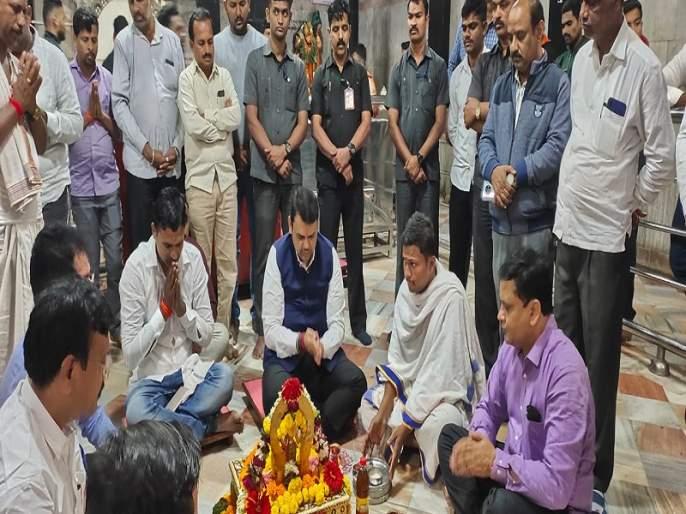Devendra Fadnavis held a sitarshan after the Khadas | खडसेंपाठोपाठ देवेंद्र फडणवीसांनी घेतले शनिदर्शन