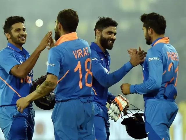 Get on the field and just come back after winning the match; Ravi Shastri Special advice was given to Shardul Thakur | मैदानात जा आणि सामना जिंकूनच परत ये; शार्दुल ठाकूरला दिला होता खास व्यक्तीने सल्ला
