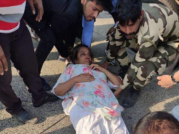Netizens Strict Salute to indian army man who Helping Shabana Azmi after accident | शबाना आझमींची मदत करणाऱ्या जवानाला नेटीझन्सचा कडक सॅल्यूट