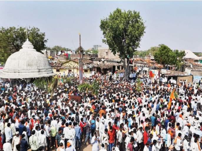 Thousands throng Paharadevi, cracking down on curfew order; Chief Minister's instructions for immediate action | पाेहरादेवीत हजारोंची गर्दी, जमावबंदी आदेशाला फाटा; तात्काळ कारवाईचे मुख्यमंत्र्यांचे निर्देश