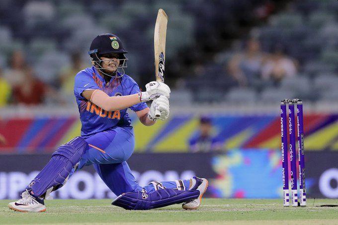 ICC Women's T20 World Cup: India given 143 runs target to Bangladesh | ICC Women's T20 World Cup : भारताचे बांगलादेशपुढे १४३ धावांचे आव्हान