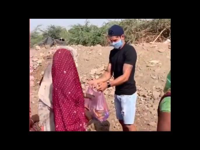 Corona Virus : Indian Cricketer Sheldon Jackson help needy people svg | Corona Virus : भारताचा यष्टिरक्षक-फलंदाज गरजूंना मदत करण्यासाठी उतरला रस्त्यावर
