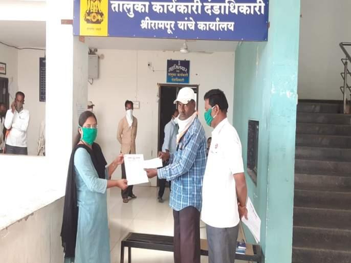 Farmers seek help from CM; Gave a check for ten thousand | शेतक-याने सरकारची मदत नाकारली; दहा हजारांचा मुख्यमंत्र्यांनाच पाठविला धनादेश