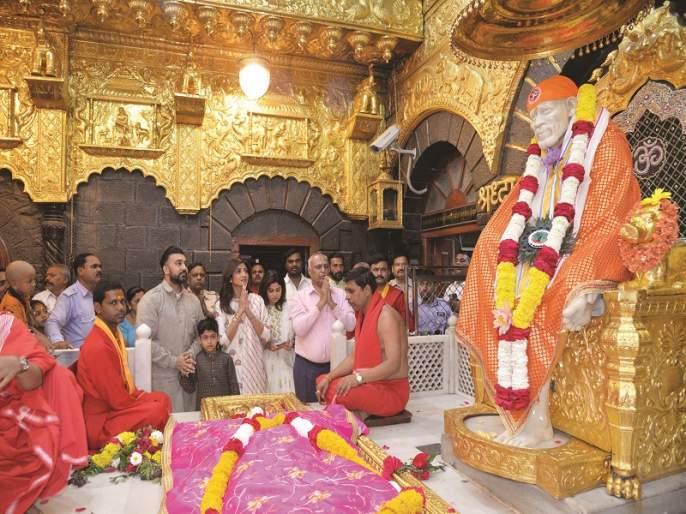 Shilpa Shetty's saibaba,darshan | शिल्पा शेट्टी यांचे साईदर्शन; आईसोबत केली साईबाबांची पाद्यपूजा
