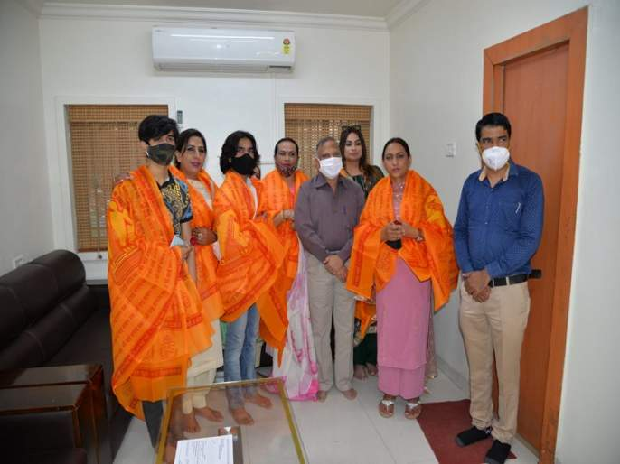 Donation of Rs. 11 lakhs to Sai Baba from a third party in Chandigarh | चंदीगड येथीलतृतीय पंथीयांकडून साईबाबांना अकरा लाखांची देणगी