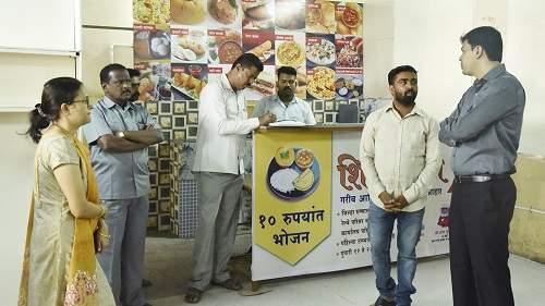 Dr. of the planned ShivBhojnalaya Survey done by Abhijit Choudhary | नियोजित शिवभोजन केंद्राची डॉ. अभिजीत चौधरी यांनी केली पहाणी