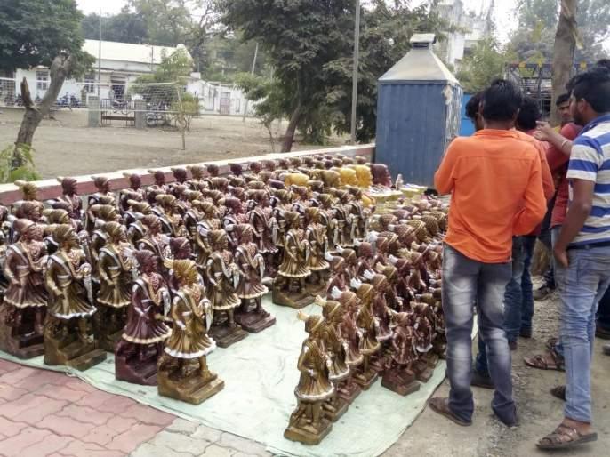 Respect for Shivaji Maharaj's deeds   शिवरायांच्या कर्तबगारीचा तरूणाई करतेय आदर