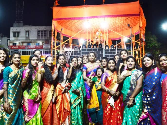 Thousands of nephews at Shiv Chowk tonight; Hundreds of rickshaws and buses to Shivakani! | हजारो भगिनींचा आज रात्री शिवचौकात शिवजागर; शेकडो रिक्षा अन् बस शिवकन्यांच्या दिमतीला !