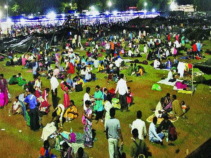 A crowd of followers on the field; Provision for temporary settlement by the administration | चैत्यभूमीवर लोटली अनुयायांची गर्दी; प्रशासनाकडून तात्पुरत्या निवाऱ्याची सोय
