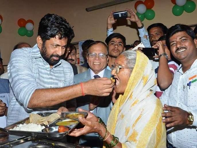 Shiva bhojan meal to get food from the wedding ceremony, minister bachhu kadu urges   शिवभोजनाला लग्न समारंभातून अन्न मिळावं, बच्चू कडूंची भावनिक साद