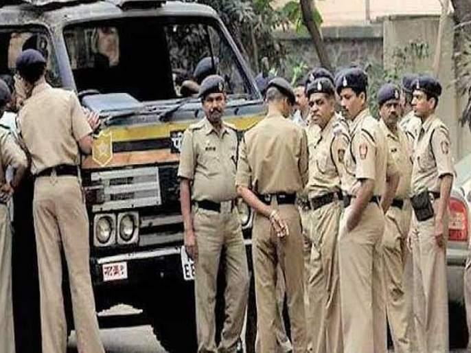 Shiv Sena MLA protects police | शिवसेना आमदारांना पोलीस संरक्षण