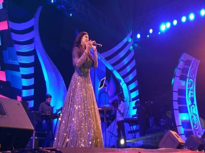shreya ghoshal in Sur Jyotsna Awards | Sur Jyotsna Awards : श्रेया घोषालच्या आवाजाने नागपूरकर मंत्रमुग्ध