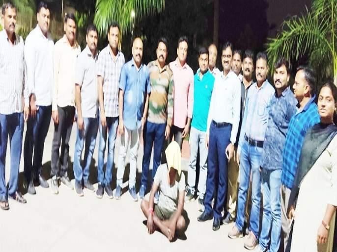 Woman arrested with infamous robber Shrimanya; 28 lakhs were looted in lieu of fleeing   कुख्यात दरोडेखोर श्रीमंत्यासह महिलेला अटक; २८ लाखांच्या ऐवज लुटीत होता फरार