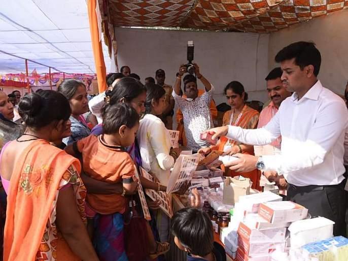 Shiv Sena Medical Class Healthcare, 2250 patients get benefits in ulhasnagar | शिवसेना वैद्यकीय कक्षाचं आरोग्यशिबीर, 2250 रुग्णांना मिळाला लाभ