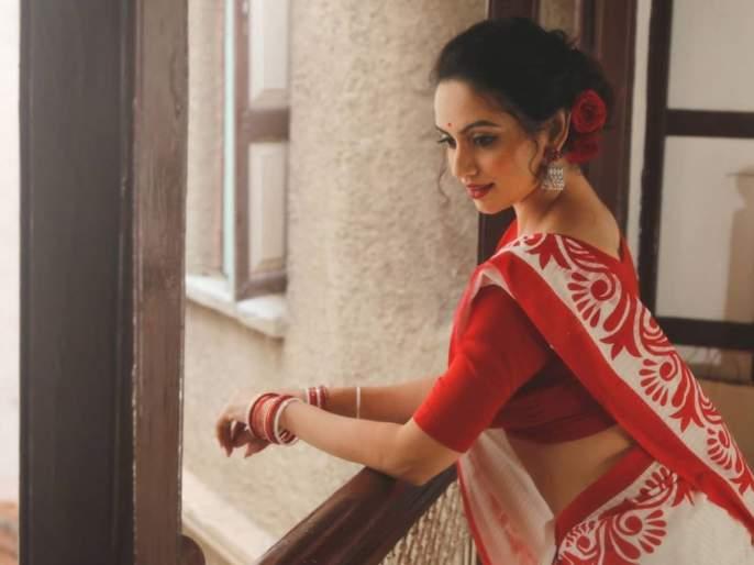 Actress shruti marathe looks beautiful in white color saree | श्रुती मराठेच्या या फोटोवरुन हटणार नाही तुमची नजर, फोटो पाहताच म्हणाल- अप्सरा आली