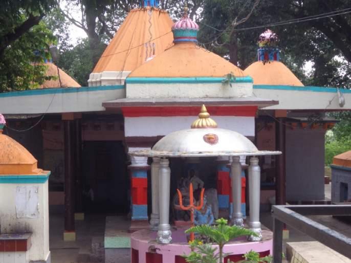 Theft at Siddheshwar Temple in Rajgurunagar: Silver armor stolen | राजगुरूनगरच्या सिद्धेश्वर मंदिरात चोरी : चांदीचे कवच लांबवले
