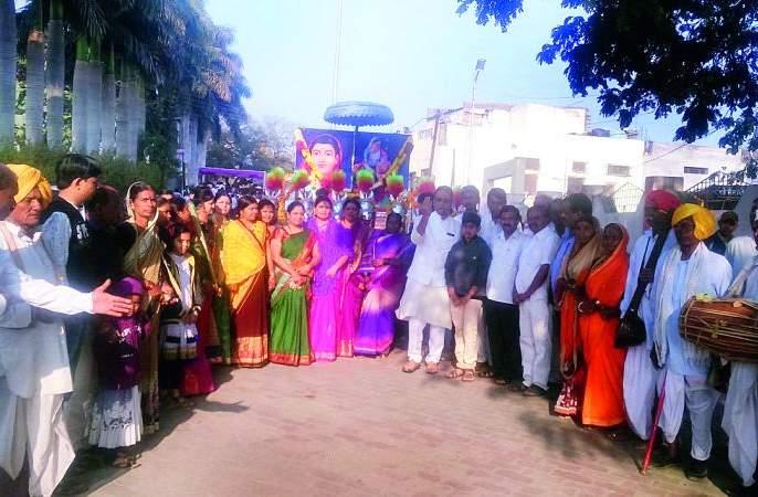 Sindhkhed Raja: Savitra Bai Phule Jayanti was celebrated for Shobhayatra | सिंदखेड राजा : सावित्रीबाई फुले जयंतीनिमित्त निघाली शोभायात्रा