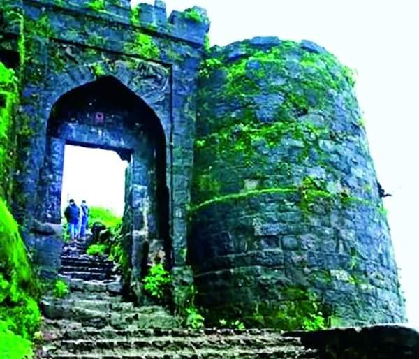 Until January 1, the Sinhagad Ghats road will close for tourists   एक जानेवारीपर्यंत सिंहगड घाटरस्ता पर्यटकांसाठी बंद