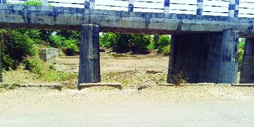 Sita river in Mudkhed is dry   मुदखेडातील सीता नदी पडली कोरडी
