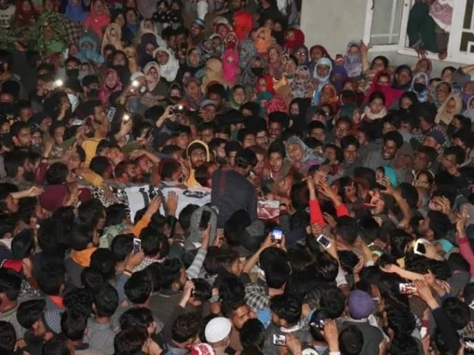 Coronavirus: Terrorist funeral in Kashmir Valley crowds, endangers many lives in perioud of lockdown MMG | Coronavirus: काश्मीर खोऱ्यात दहशतवाद्याच्या अंत्ययात्रेला गर्दी, अनेकांचा जीव धोक्यात
