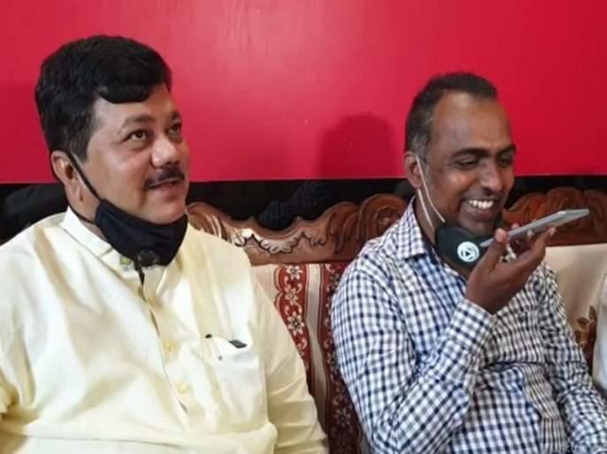 Leader of Opposition in the State Legislative Council Praveen Darekar visited Ranjit Singh Disley in Solapur today | महाराष्ट्राची पताका जगात फडकवणाऱ्या डिसले गुरुजींच्या घरून दरेकर फडणवीसांना फोन करतात तेव्हा...