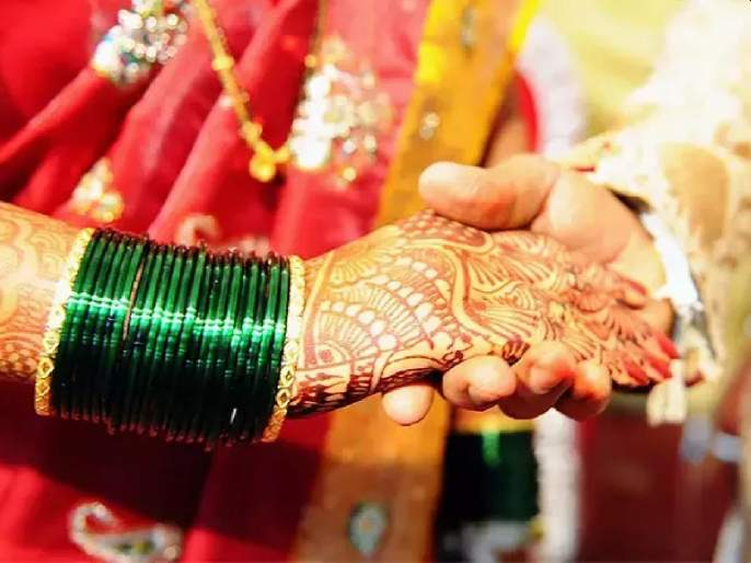 UP girl ran away from the house with 4 boys confused over marriage panchayats took decisions | १, २ नव्हे तर तब्बल ४ मुलांसोबत मुलगी पळाली; लग्नासाठी कन्फ्यूज झाल्यानंतर 'असा' निवडला जोडीदार