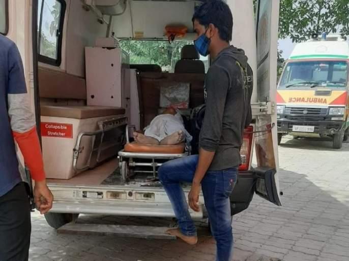 "Chandrapur Man Pleaded Poignantly For His Covid-19 Infected Father Says Give A Bed Or Kill Him | Coronavirus Maharashtra Updates: ""एक बेड द्या नाहीतर त्यांना इंजेक्शन देऊन मारून टाका"" वडिलांना तडफताना पाहून मुलाने फोडला टाहो"