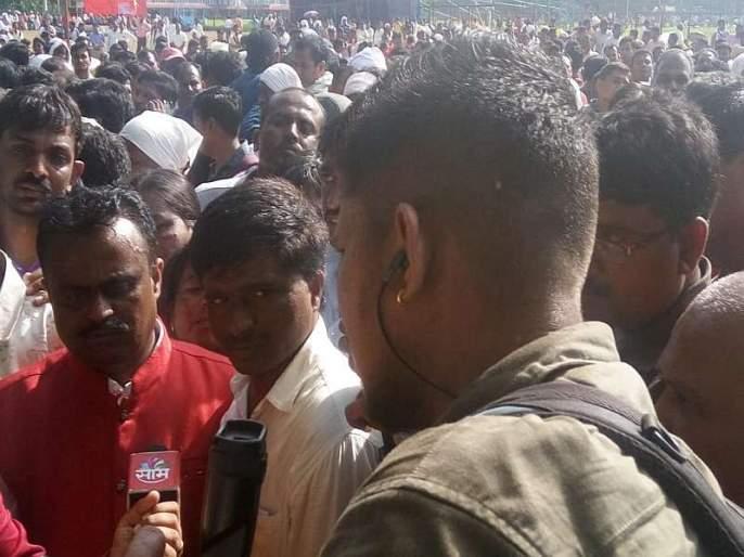 In the custody of the agitating police, two teachers were at the hospital | आक्रमक आंदोलक पोलिसांच्या ताब्यात, दोन शिक्षक रुग्णालयात