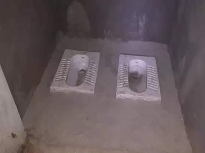 2 Toilet Seats In Toilet Built Under Swachh Bharat Mission, Strange Case Came Out at Basti District | 'हे' आहे स्वच्छ भारत मिशन...; शौचालयाचा अजब फोटो पाहून हसण्याआधी काय घडलंय ते तरी वाचा