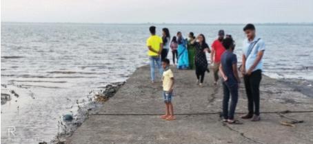 Kalamb, Bhuigaon beach closed by villagers   कळंब, भुईगाव समुद्रकिनारे ग्रामस्थांकडून बंद