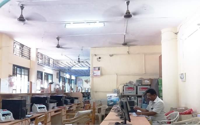 Staff in the Municipal Corporation of Solapur come after the meal after the meal | सोलापुरातील महापालिकेत जेवणानंतर सवडीने येतात कर्मचारी