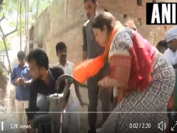 Video: A hurry to Smriti Irani to control the fire in amethi constituency | Video : आग आटोक्यात आणण्यासाठी स्मृती इराणींची धावपळ, बादलीत भरलं पाणी