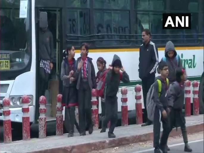 Delhi Pollution parents wants smog break in schools every year   Delhi Pollution : विद्यार्थ्यांना हवा 'स्मॉग ब्रेक'; पालकांची मागणी