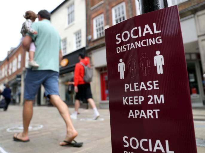 Coronavirus Social gatherings above six banned in England from 14 September | Coronavirus: ६ पेक्षा जास्त जण एकत्र नकोत; तीन दिवसांत १०,००० रुग्ण वाढले, 'या' देशाने नियम बदलले!