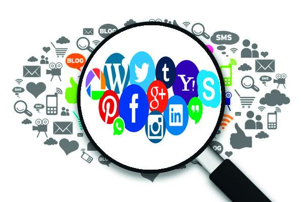 Lok Sabha Elections 2019 - Editorial on use of social media in elections | सोशल मिडीयावरील समाजभानाची परीक्षा !