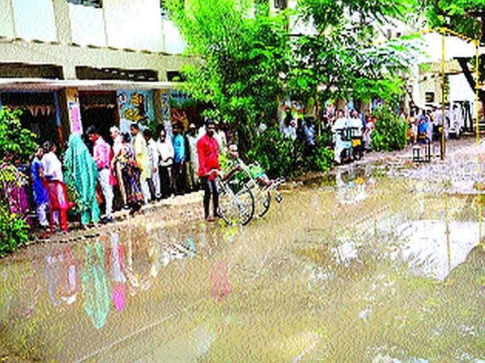 Maharashtra Election 2019: Rain lost in Solapur, ink won! | सोलापुरात पाऊस हरला, शाई जिंकली!