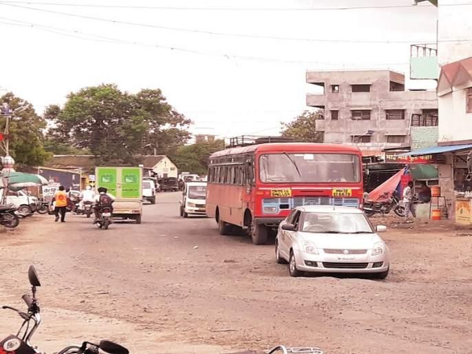 Nagar-Solapur state highway became a deathbed | नगर-सोलापूर राज्यमार्ग बनला मृत्युमार्ग
