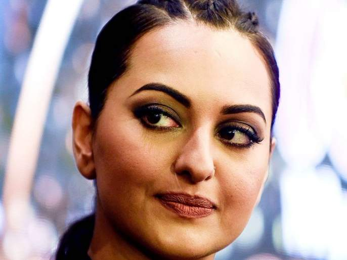 sonakshi sinha slams airline staff for breaking her luggage shared   OMG! 'इंडिगो'वर भडकली सोनाक्षी सिन्हा, व्हिडीओ पोस्ट करत घेतला खरपूस समाचार